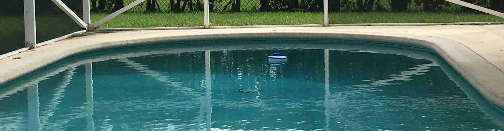 nad háčkem filtru čerpadla venkovního bazénu