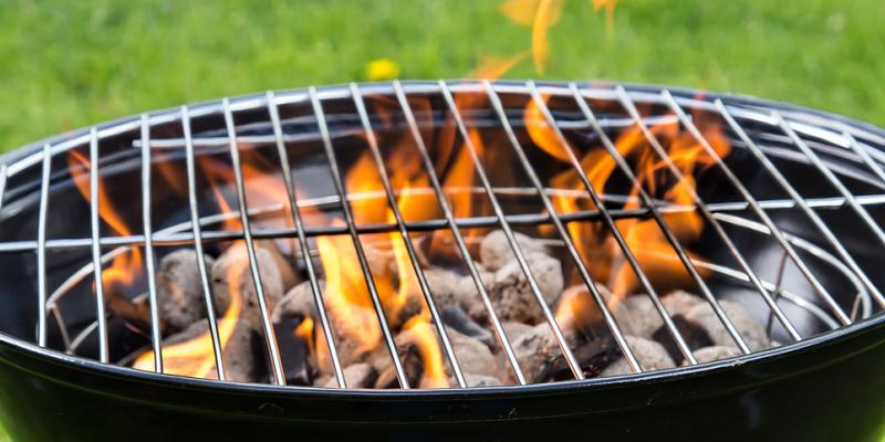 Jak vybrat nejlepší gril na zahradu pro domácí grilování?