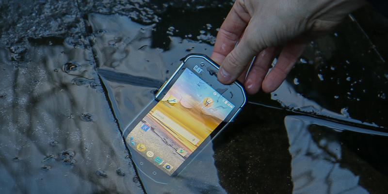Srovnání Samsung Galaxy Xcover 3 a Caterpillar CAT S30