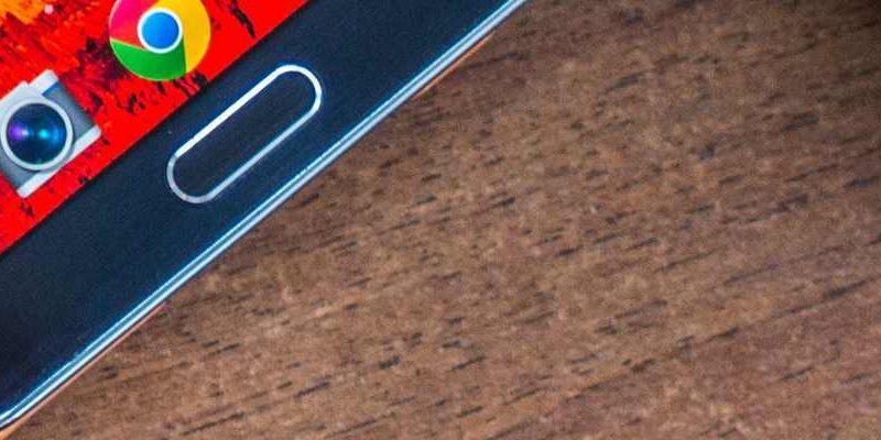Srovnání Samsung Galaxy J7 a Sony Xperia E5